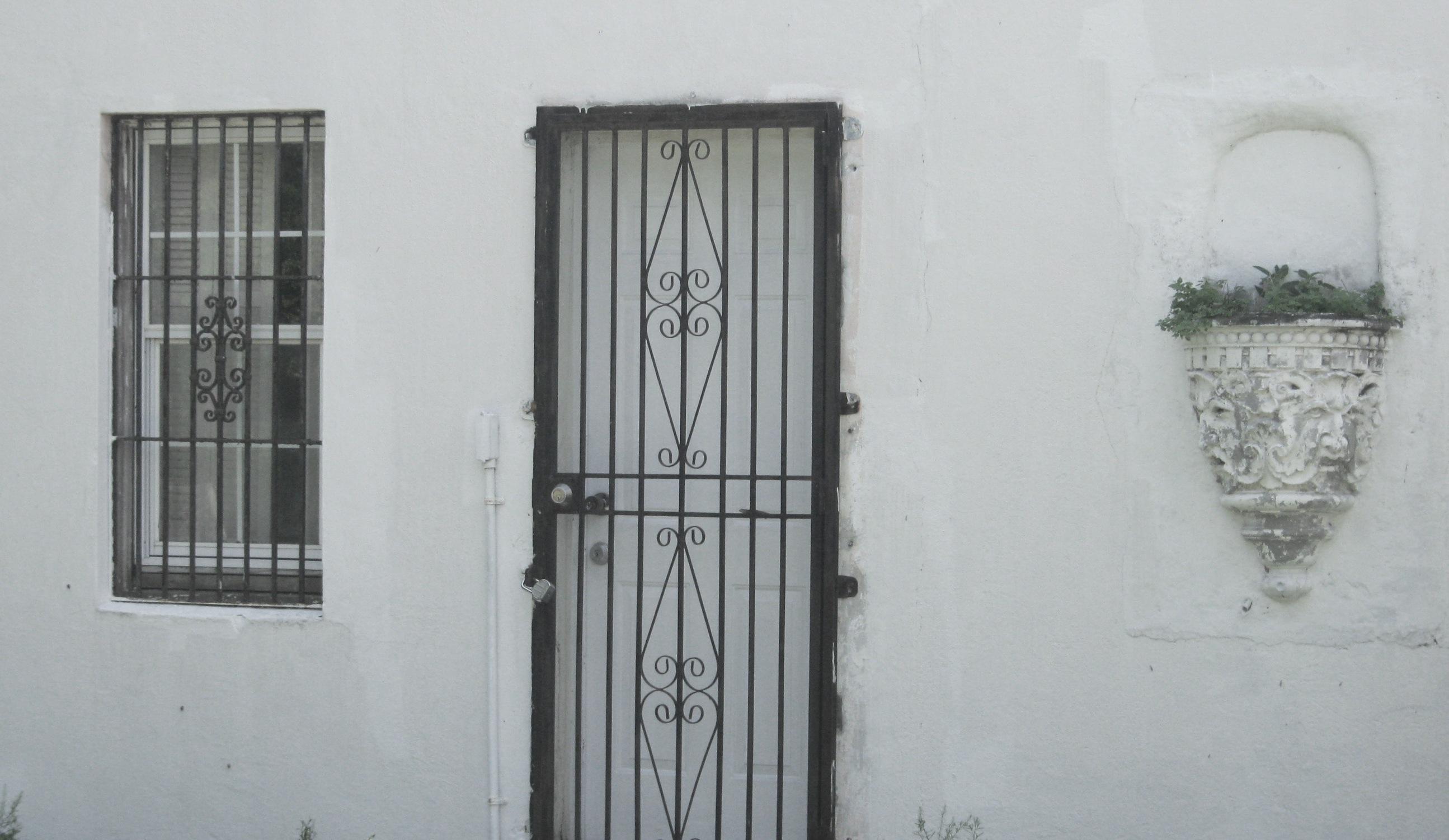 Gated door gated door in charleston sc stock photo for Door to gate kontakt
