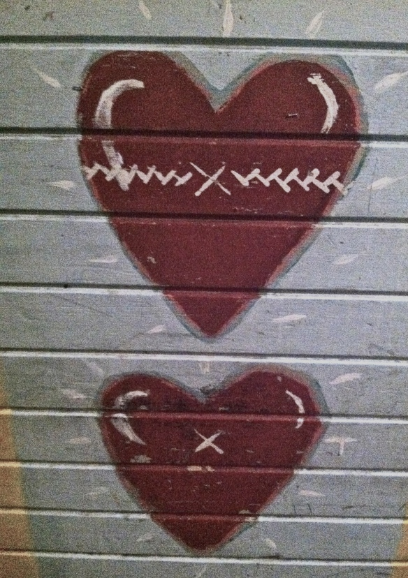 2 painted hearts at Tobacco Road Bar